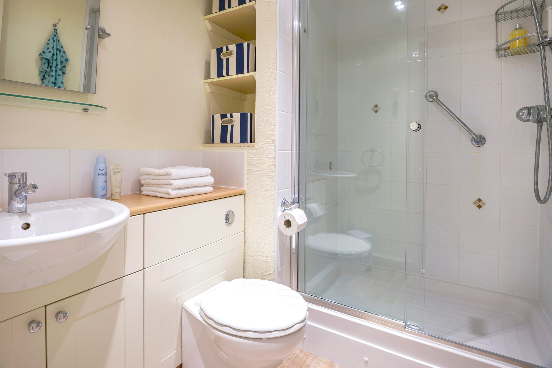 tregongeeves-farm-cottages-holiday-cornwall-st-austell-donkey-mill-bathroom