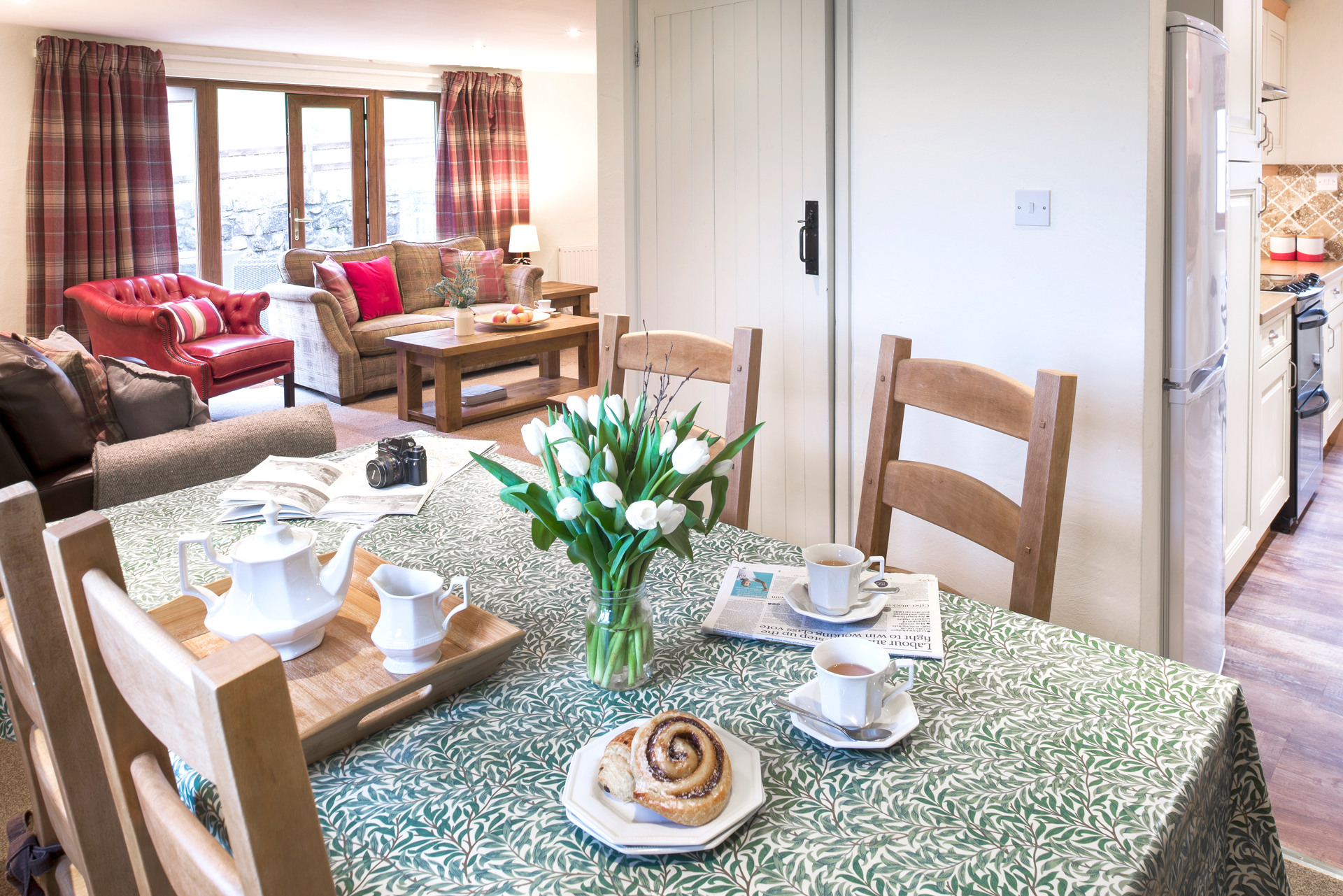 tregongeeves-farm-cottages-holiday-cornwall-st-austell-donkey-mill-dining