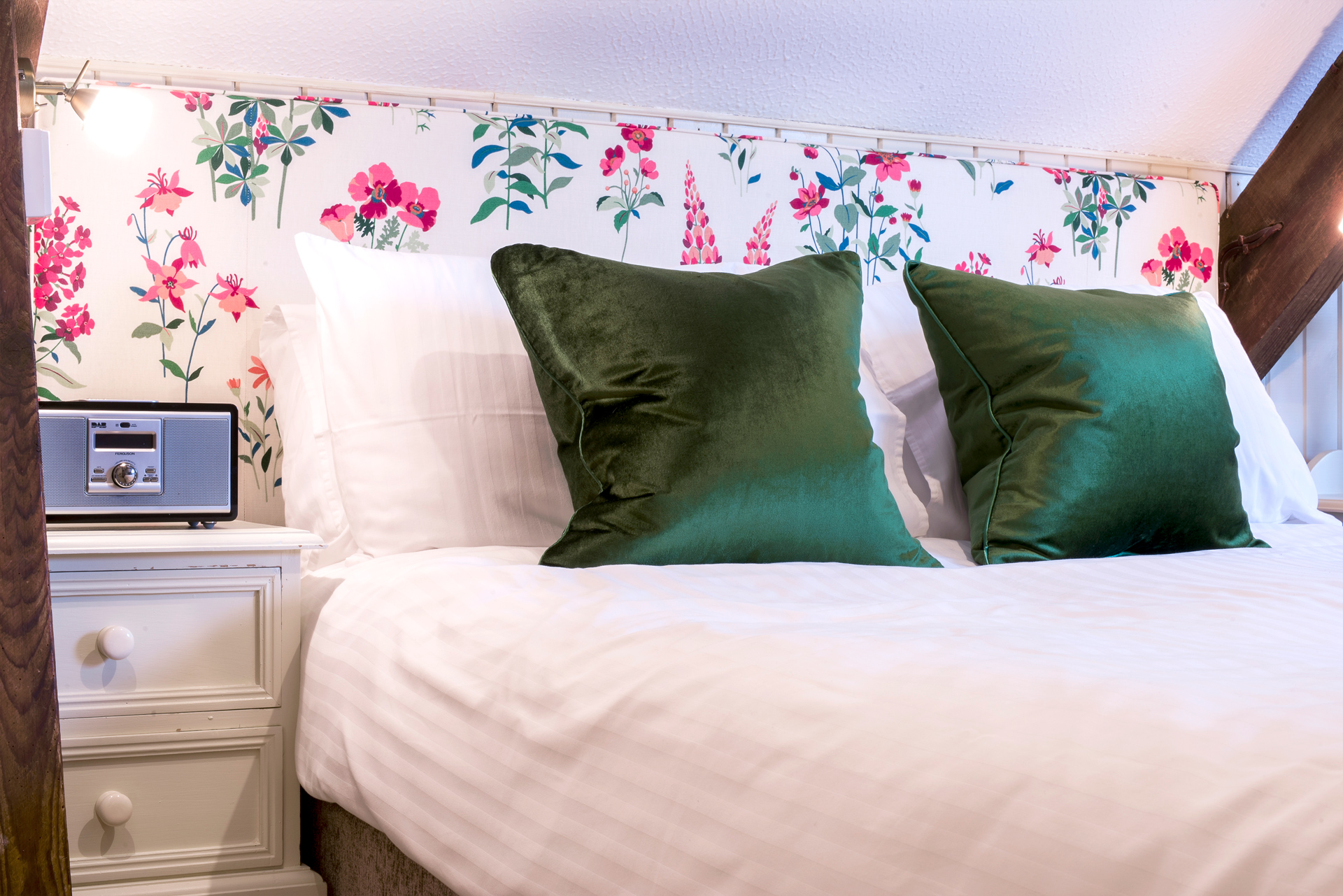 tregongeeves-farm-cottages-holiday-cornwall-st-austell-gallery-bed