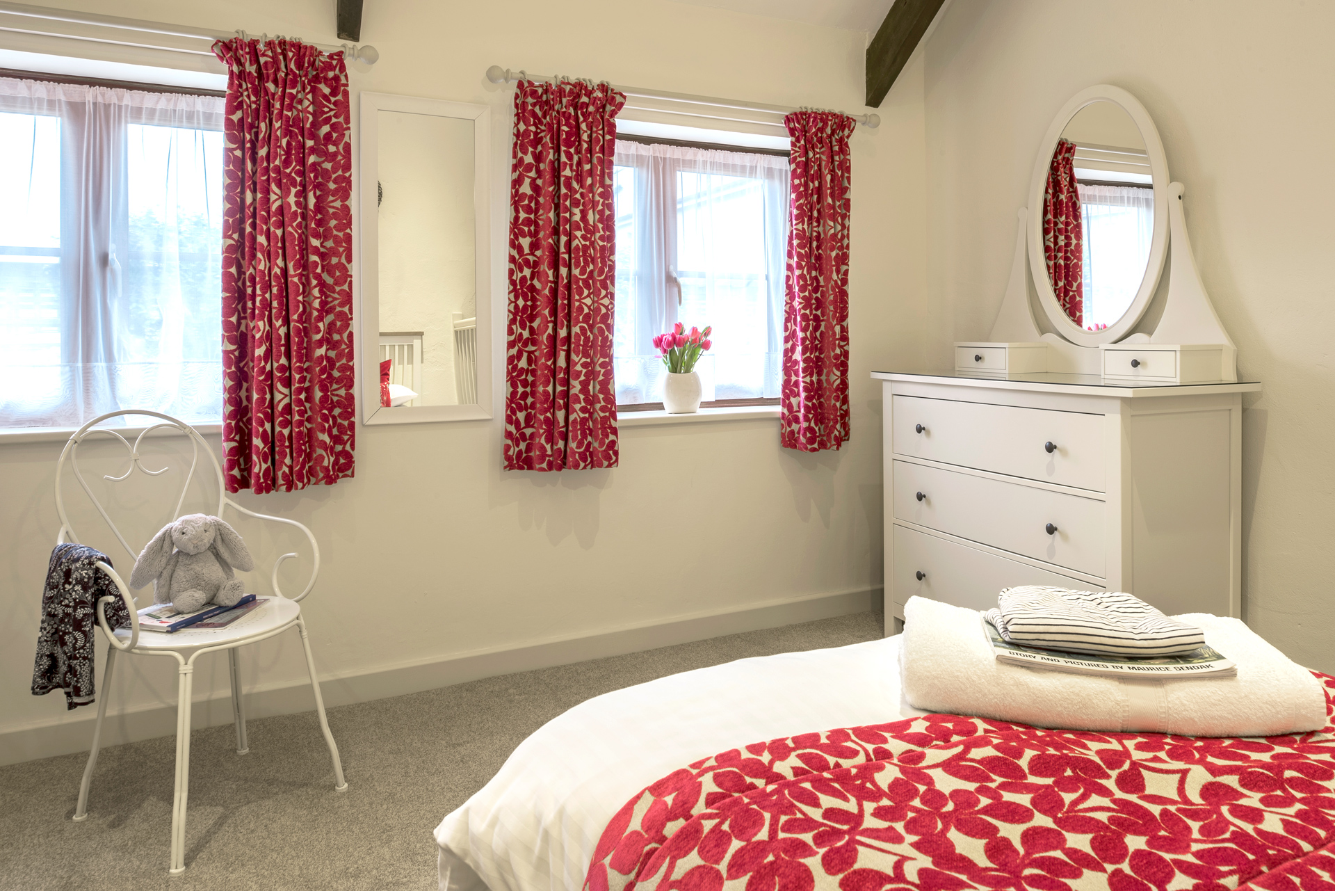 tregongeeves-farm-cottages-holiday-cornwall-st-austell-gallery-bedroom-2