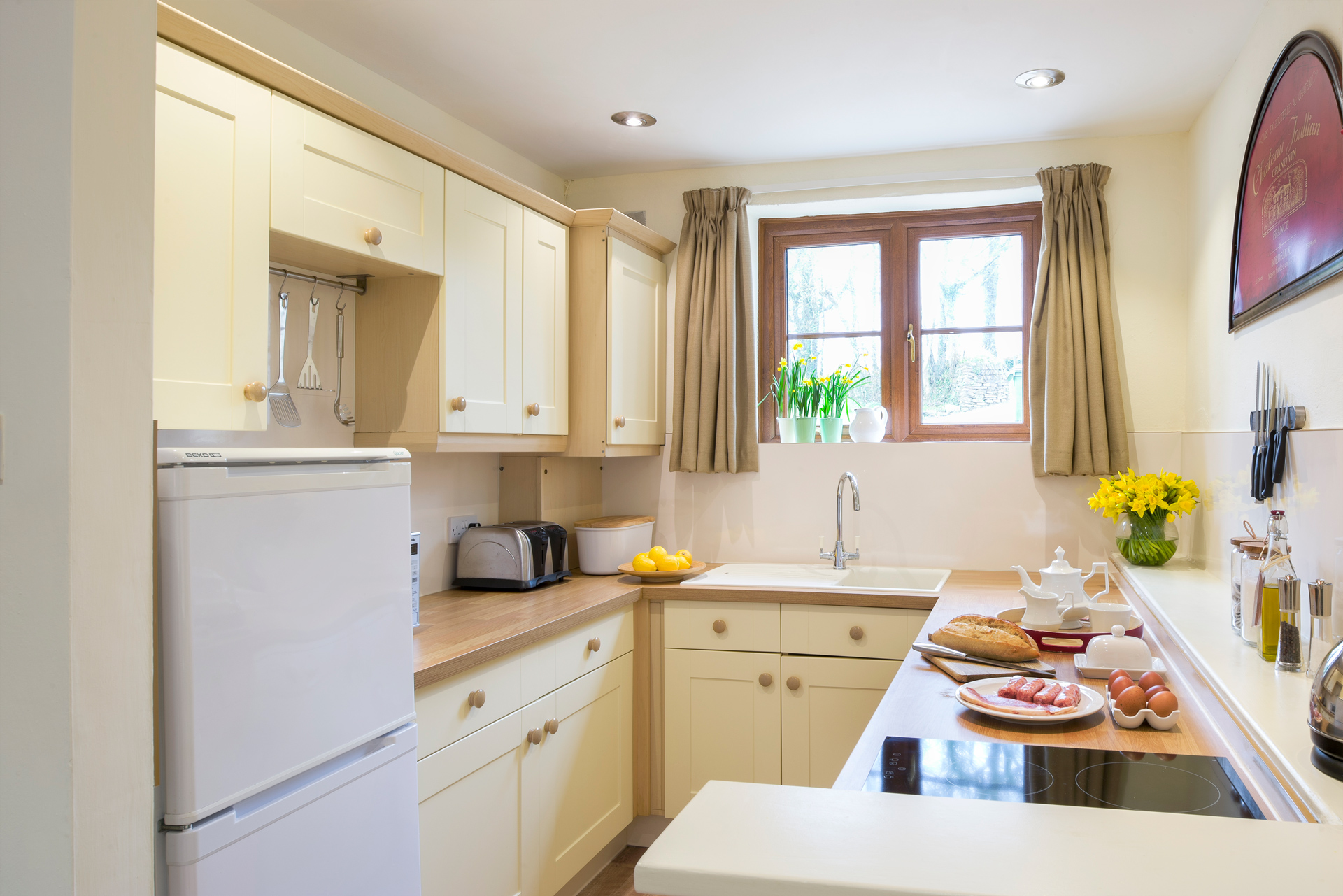 tregongeeves-farm-cottages-holiday-cornwall-st-austell-gallery-kitchen-2