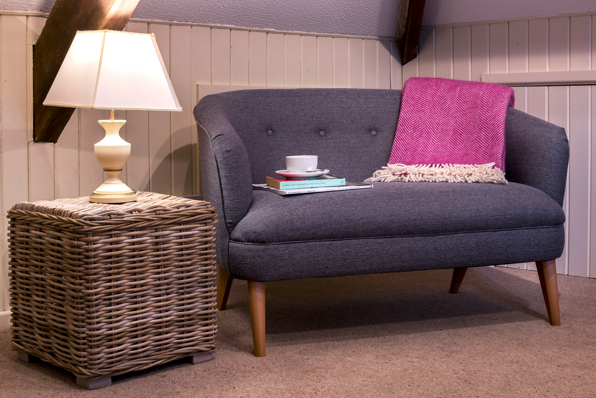 tregongeeves-farm-cottages-holiday-cornwall-st-austell-gallery-sofa