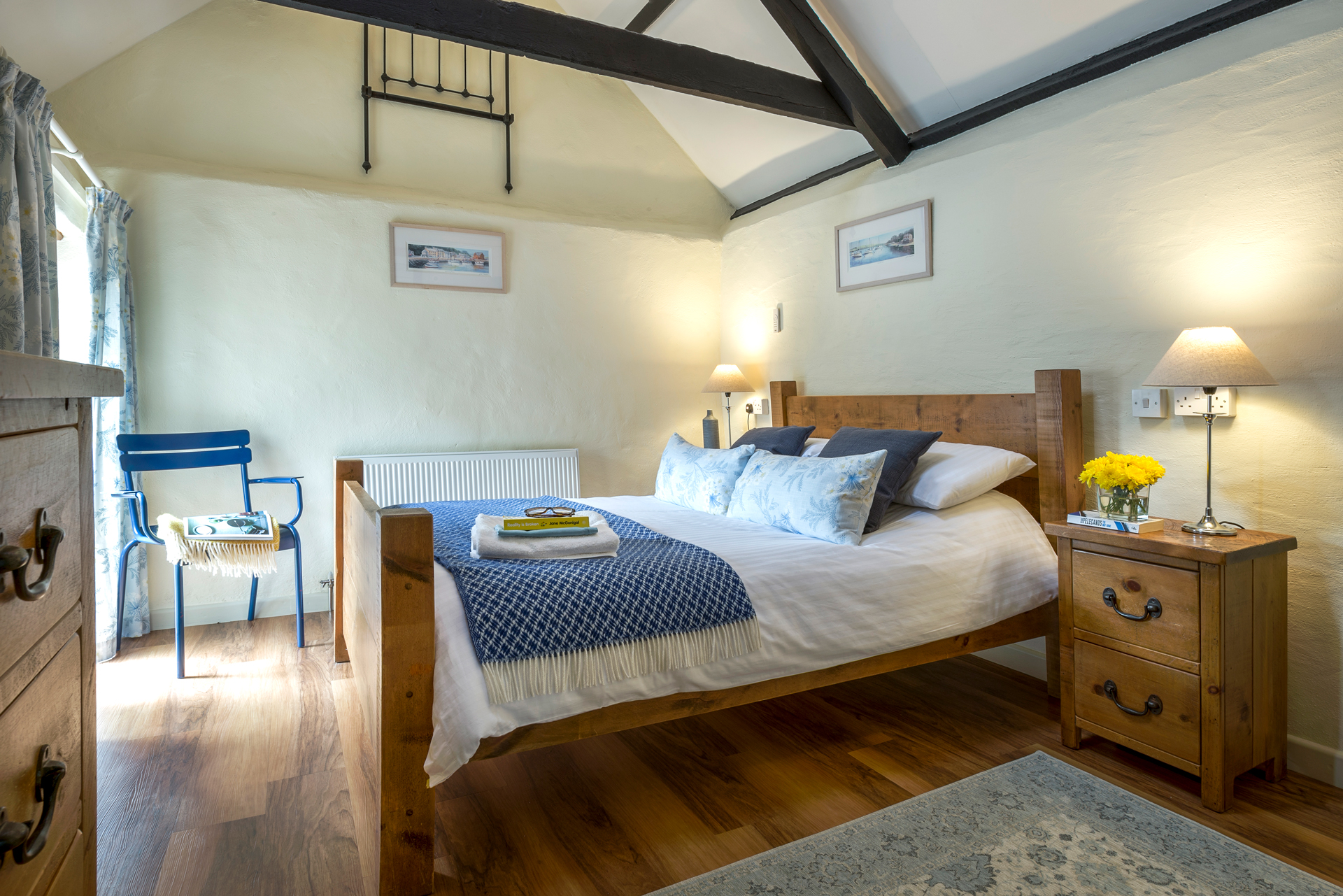 tregongeeves-farm-cottages-holiday-cornwall-st-austell-hedgerows-bedroom-2