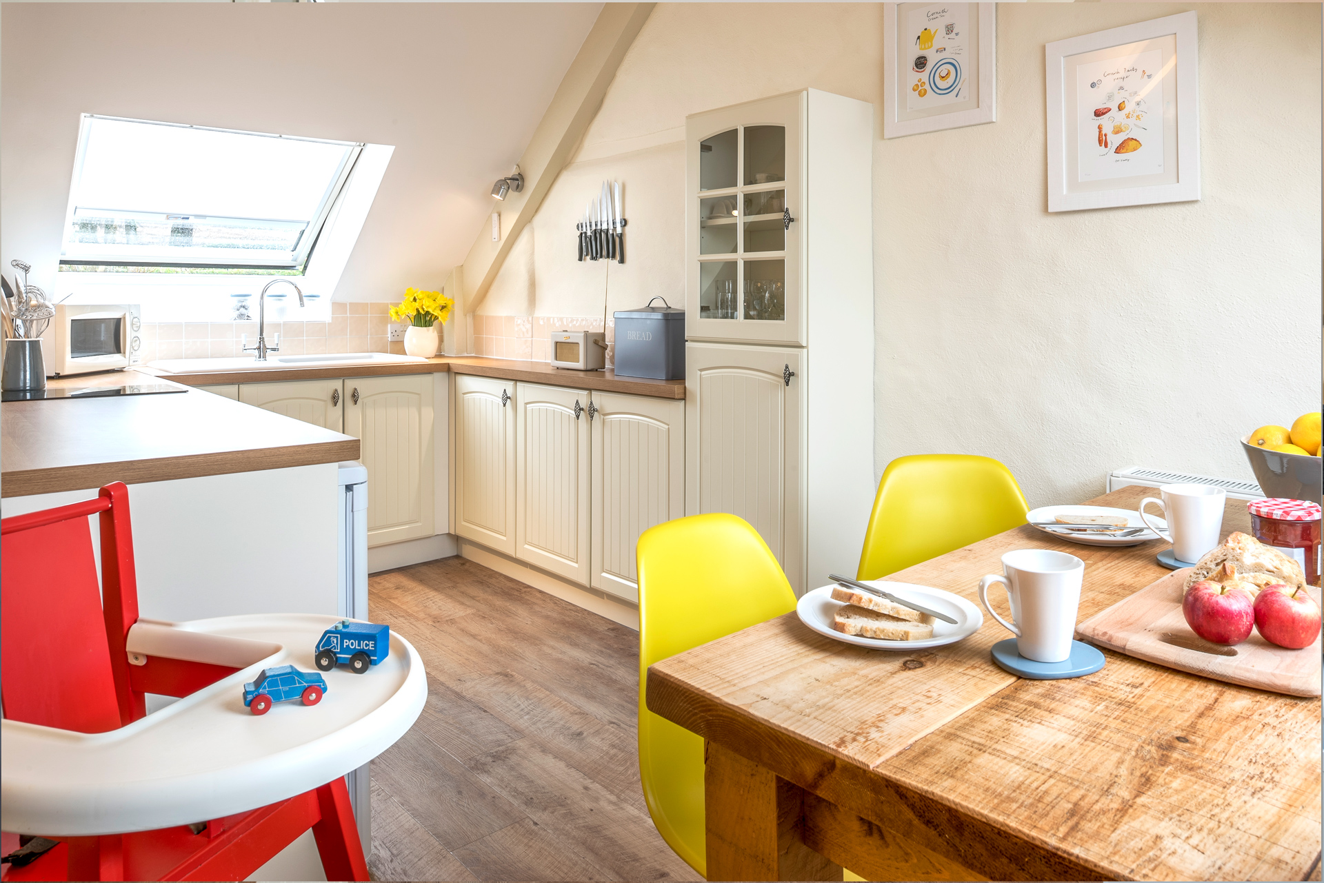 tregongeeves-farm-cottages-holiday-cornwall-st-austell-swallows-kitchen