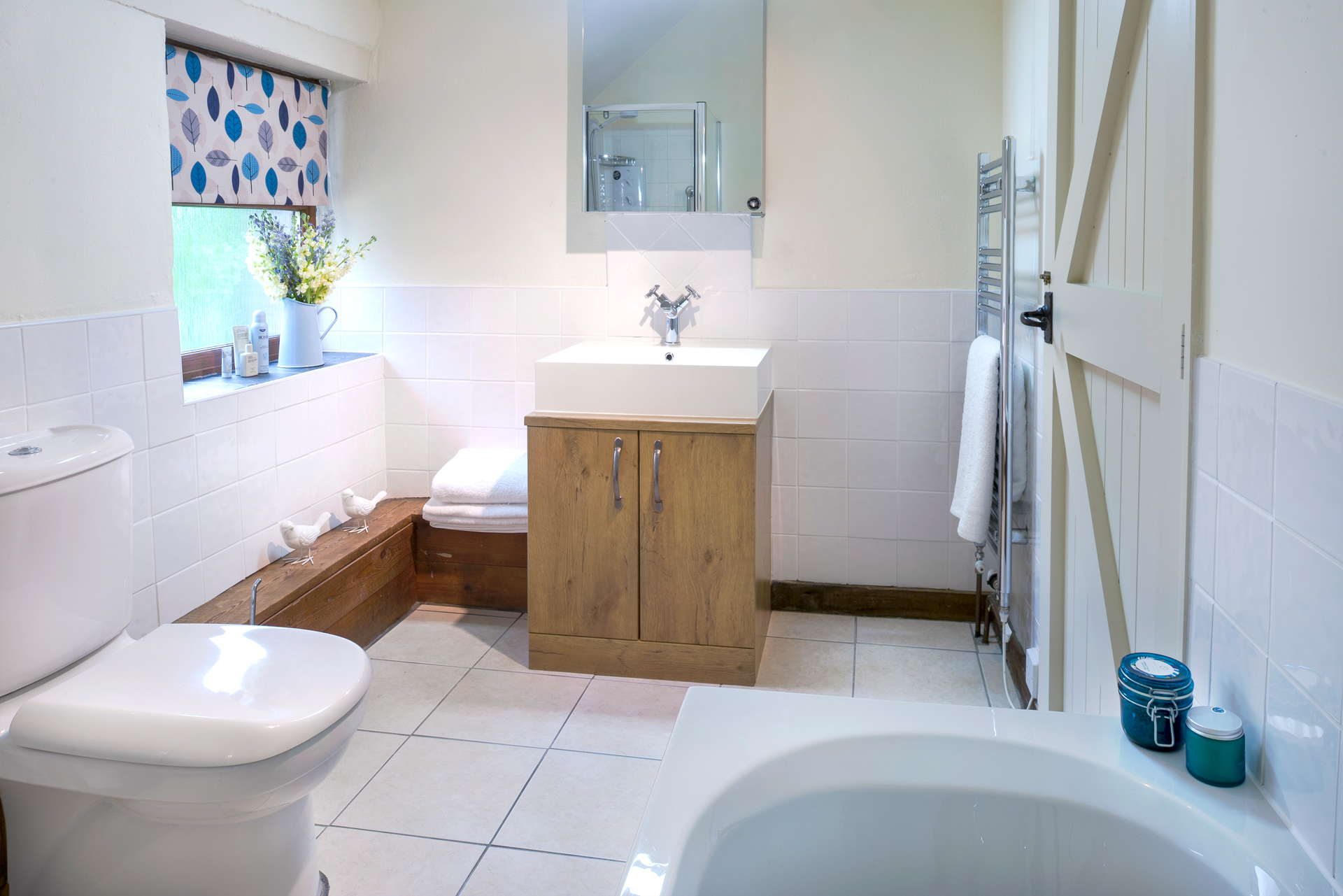 tregongeeves-farm-cottages-holiday-cornwall-st-austell-corner-cottage-bathroom