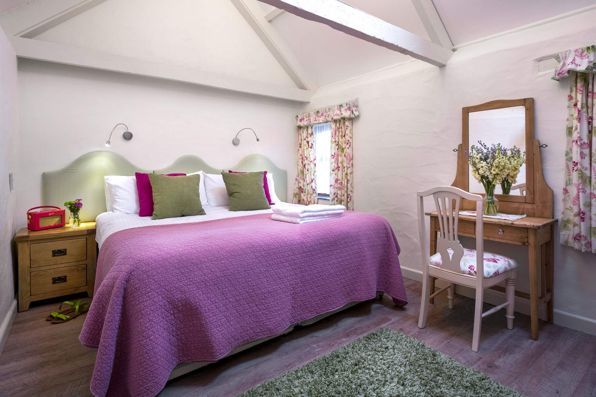 tregongeeves-farm-cottages-holiday-cornwall-st-austell-corner-cottage-bedroom