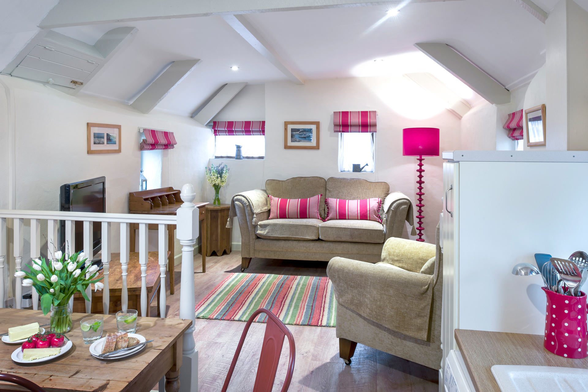 tregongeeves-farm-cottages-holiday-cornwall-st-austell-corner-cottage-lounge