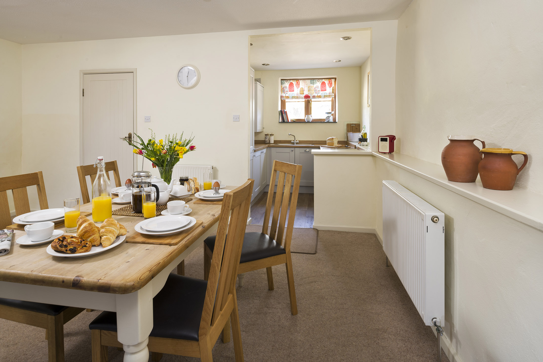 tregongeeves-farm-cottage-gallery-dining