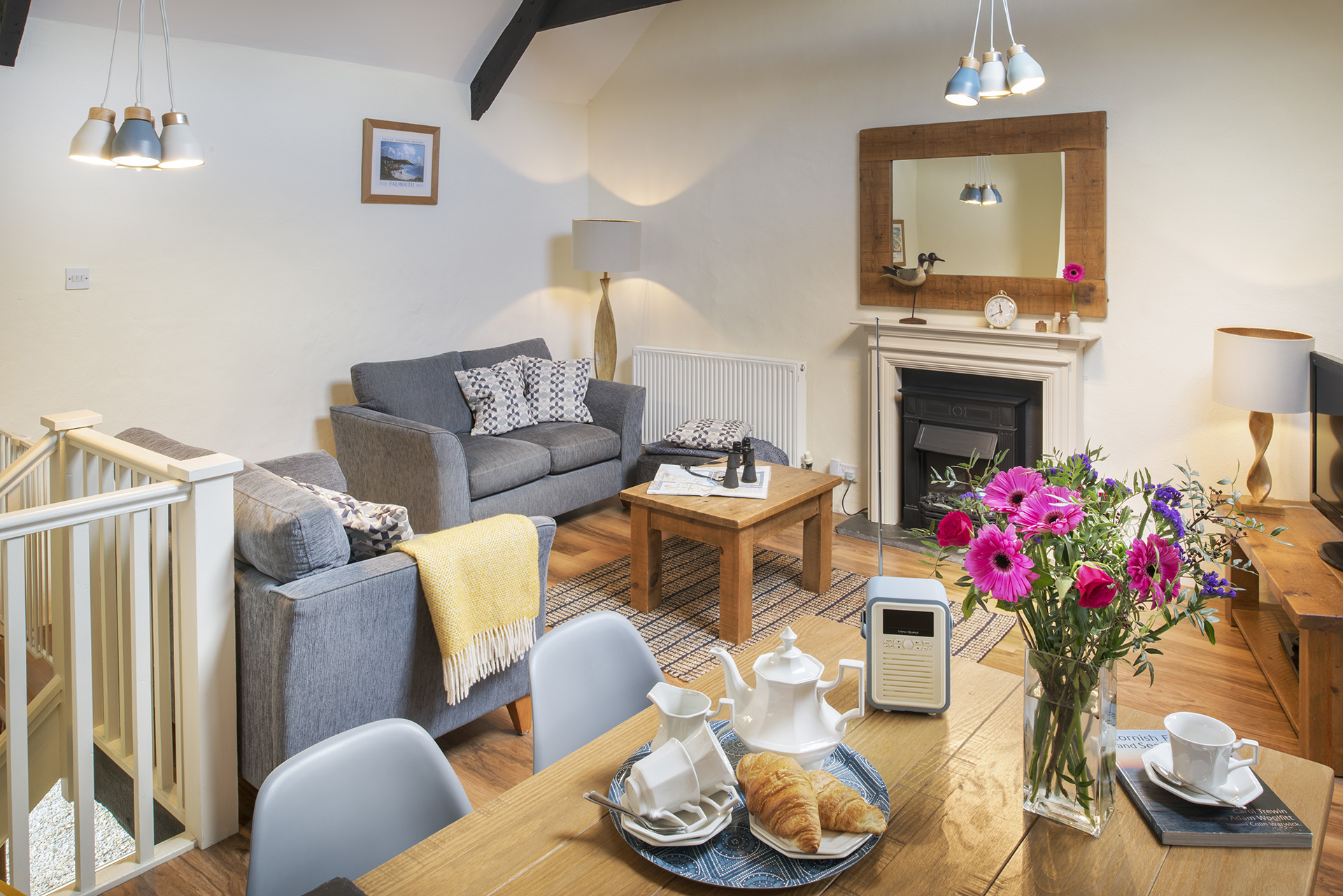 tregongeeves-farm-cottages-holiday-cornwall-st-austell-hedgerows-living-room