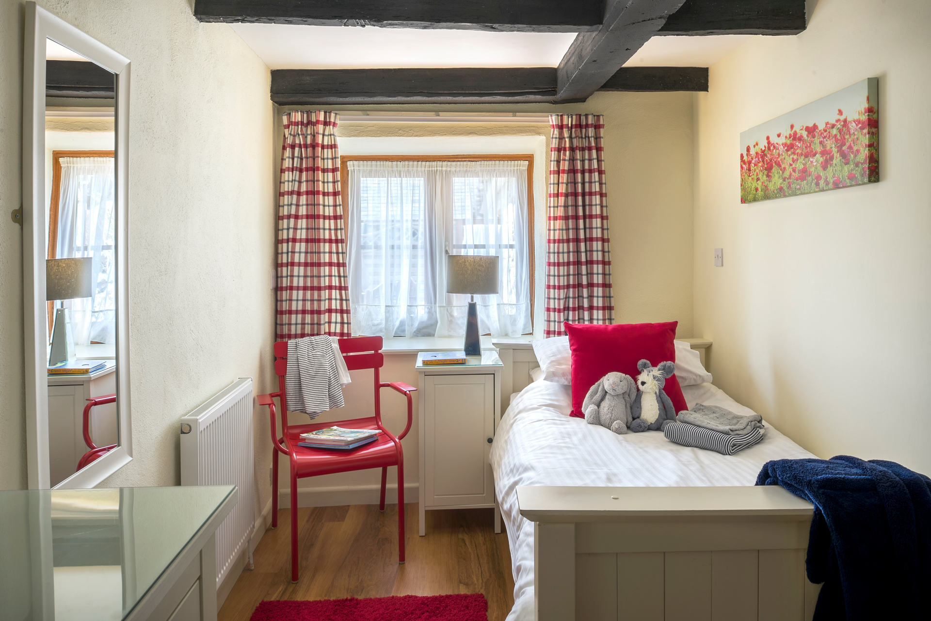 tregongeeves-farm-cottages-holiday-cornwall-st-austell-hedgerows-bedroom
