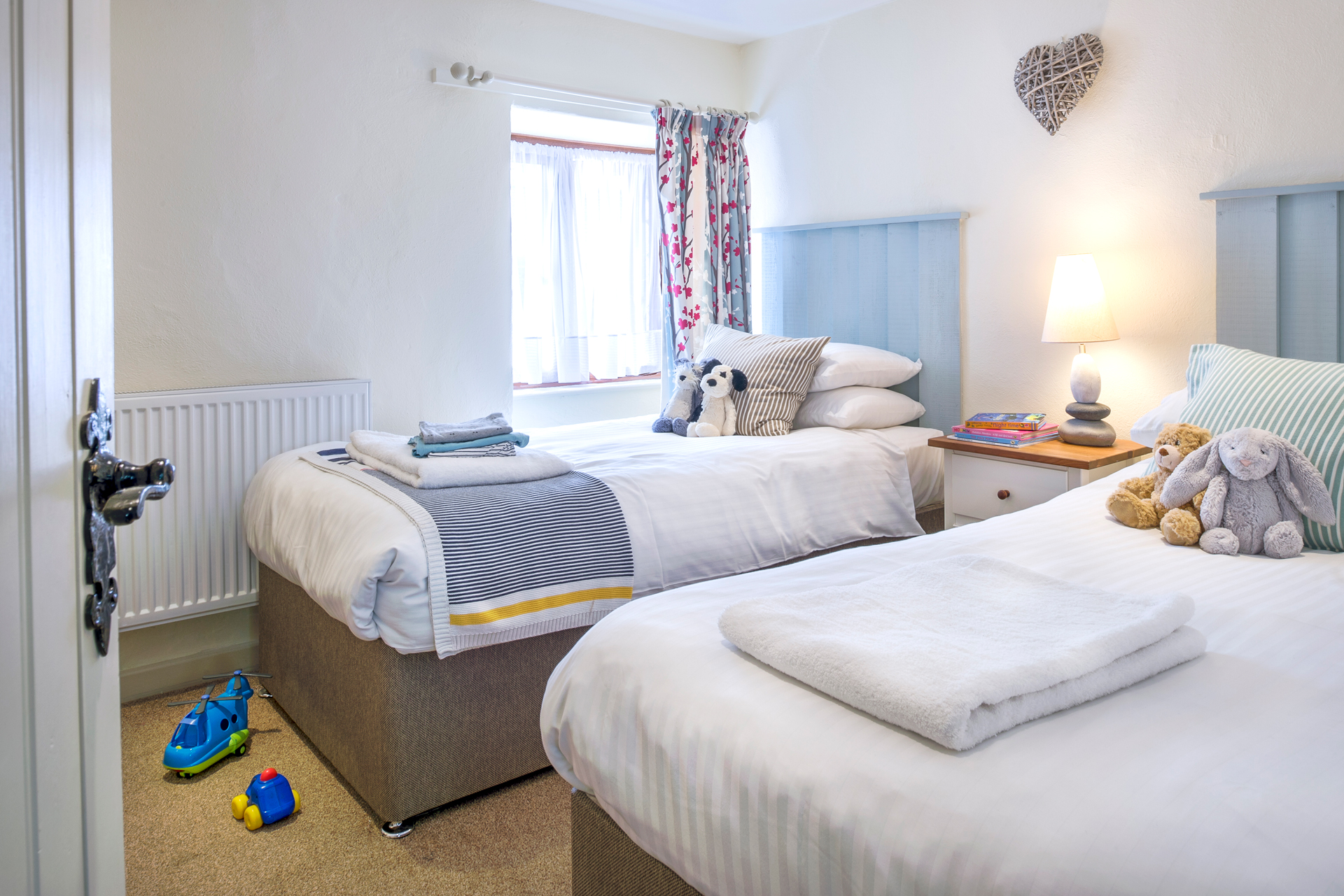 tregongeeves-farm-cottages-holiday-cornwall-st-austell-lovedays-bedroom-4
