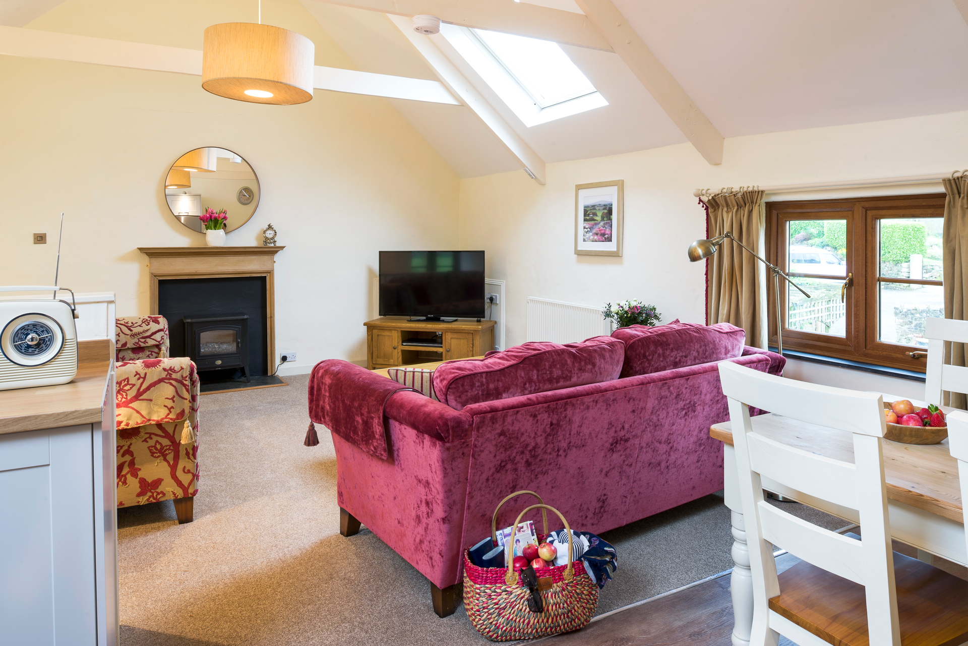 tregongeeves-farm-cottages-holiday-cornwall-st-austell-lovedays-lounge-2