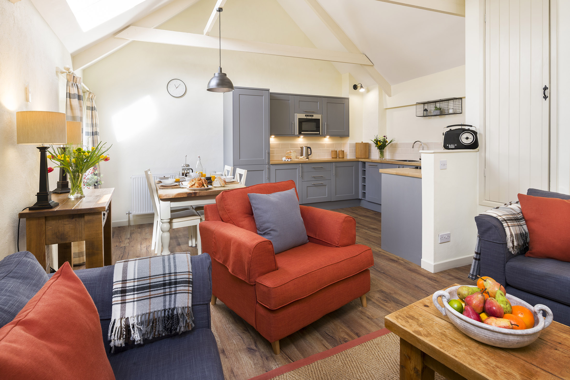 tregoneeves-quakers-lounge-kitchen